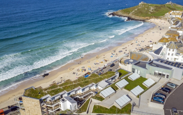 Cornwall's Tate St Ives art building blends in with native green roof